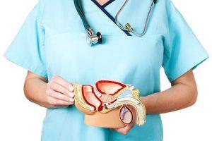 врач объясняет причины простатита