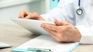 врач оценивает анализ на ХГЧ